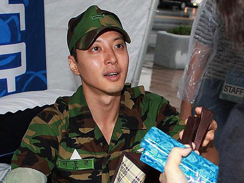 Lee Dong Gun sudah mulai wamil dari tanggal 15 Juni 2010. 3. Jo Han Sun