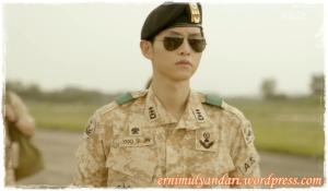 Song Joong Ki sebagai Kapten Yoo Shi Jin
